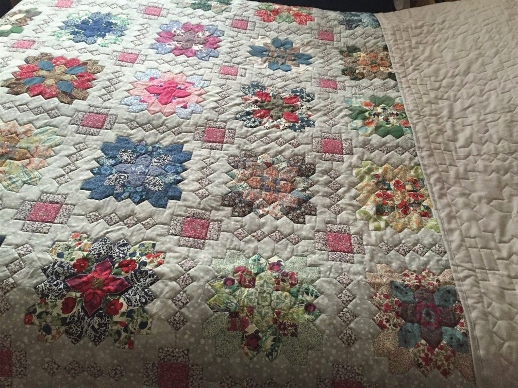 Pieced by Cynthia Dennis, quilted by Janette Chilver. Patchwork of the crosses design.