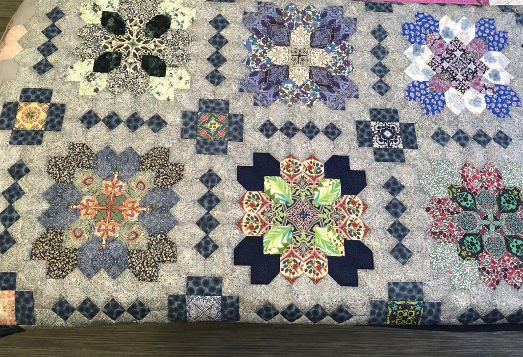 Patchwork of the crosses. Hand pieced by Cynthia Dennis. Quilted by Janette Chilver.